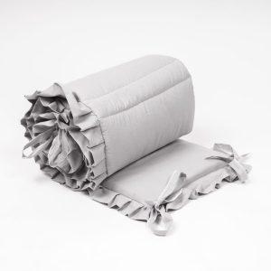 ochraniacz z falbanką do łóżeczka dziecięcego